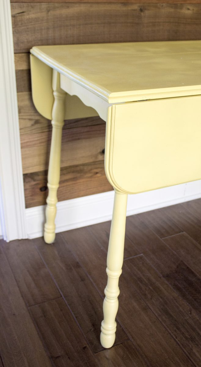 kelly-yellow-accent-table