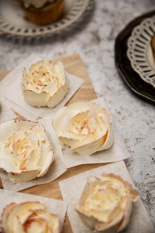 valentinsdag cupcakes, marengscreme, frosting, muffins