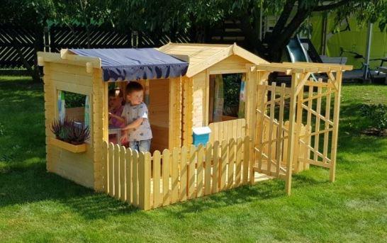 Podle čeho dětem vybrat domeček a hřiště na zahradu?