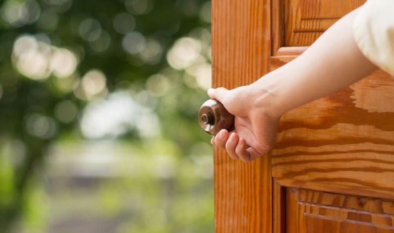 Pozor na levné bezpečnostní dveře. Bariéra mezi zloději a vaším domovem může být křehká