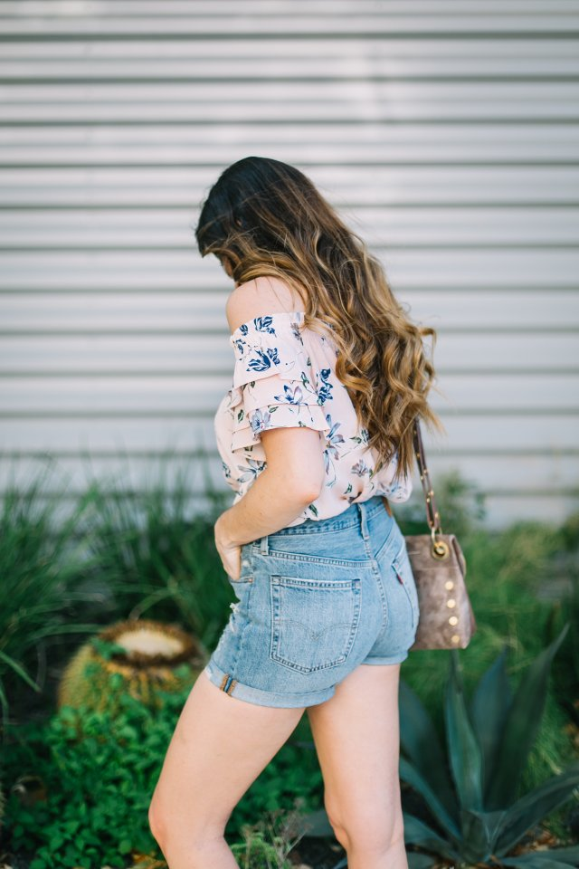 I-gave-in-and-bought-a-choker-and-love-it-90's-style-womens-fashion-summer-outfit-levis-hammitt-crossbody-bag-nineties-fashion-high-waisted-shorts-southern-fashion-blogger
