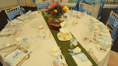 alice-blue-bow-table
