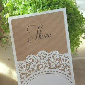 Kraft & doily table number