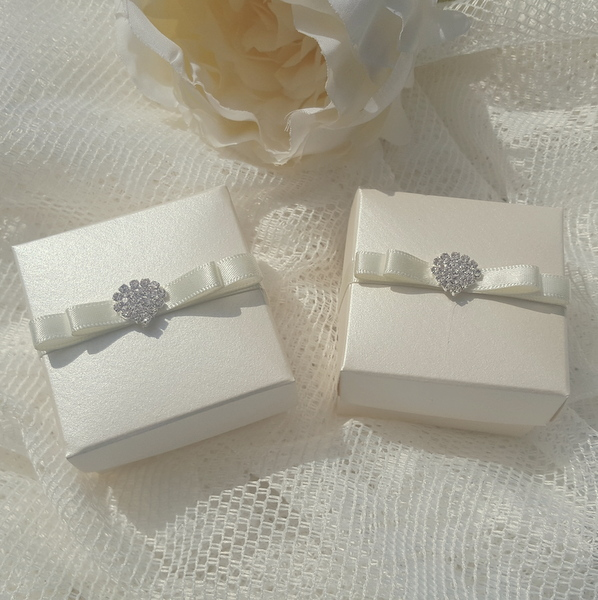 elegant wedding favours