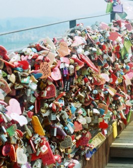 lock bridge namsan tower