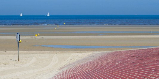 Briques-rouges-a-Bray-Dunes