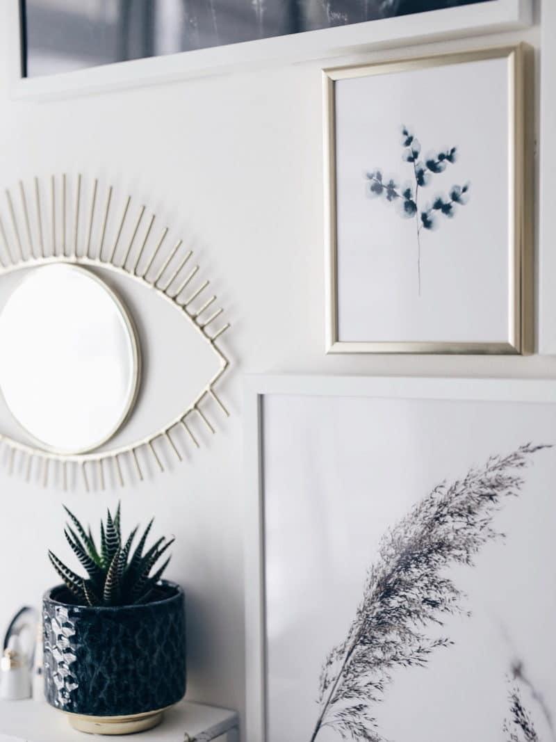 Mon atelier création bijoux affiches Desenio, miroir oeil et cactus zoom