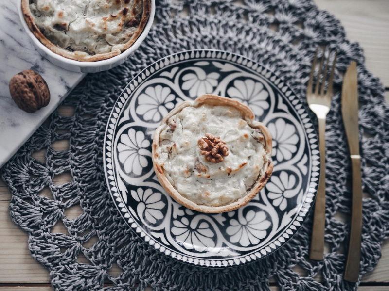 recette végétarienne tarte fenouil, fromage et noix assiette