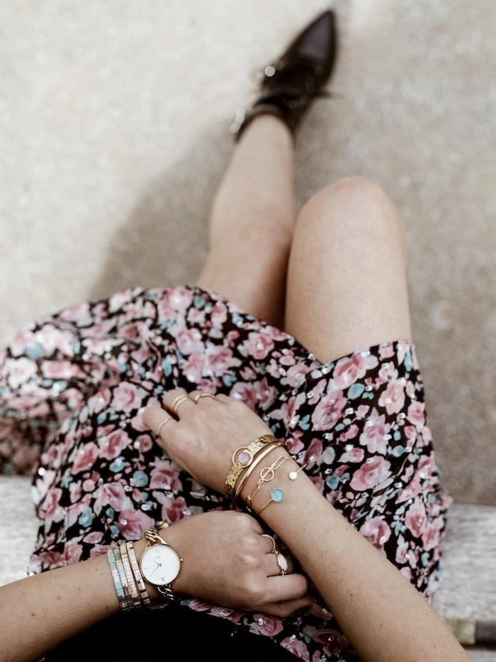 Jupe imprimée fleurie The Kooples 2019 accumulation bracelets et bagues blog mode France By Opaline