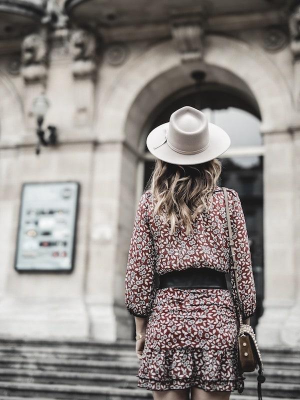Look inspiration mode femme 2019 wavy hair cheveux ondulés chapeau Lack of Color blog mode Lyon France By Opaline
