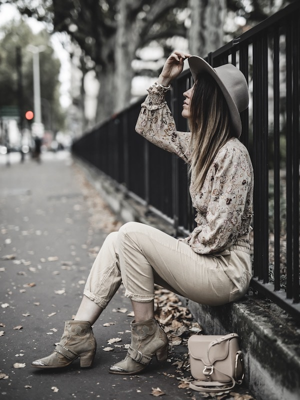 Look femme inspiration pantalon baggy Zara beige tenue bohème blog mode Lyon France By Opaline