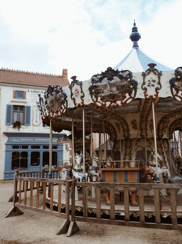 Séjour deux jours Puy du Fou carrousel bourg 1900 blog voyage By Opaline Lyon France