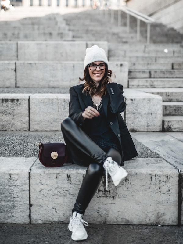 Inspiration look femme blazer noir oversize baskets sneakers Iro Curverunner