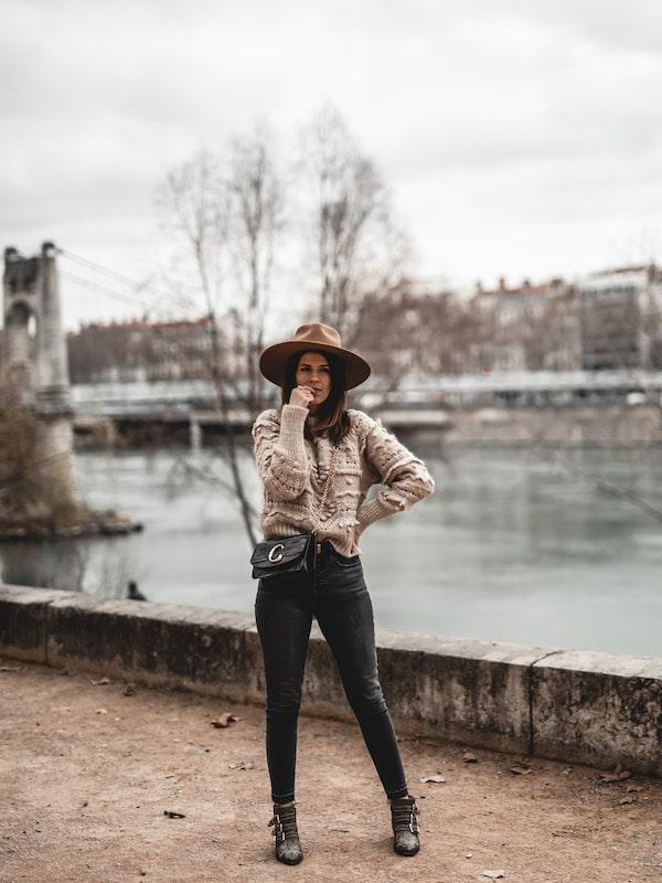 Inspiration look femme 2020 pull beige Zara, boots Chloé Susanna et sac Chloé C bag