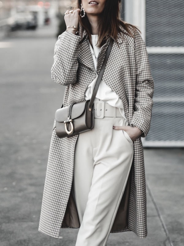Inspiration mode look femme 2020 fashion trench carreaux beige