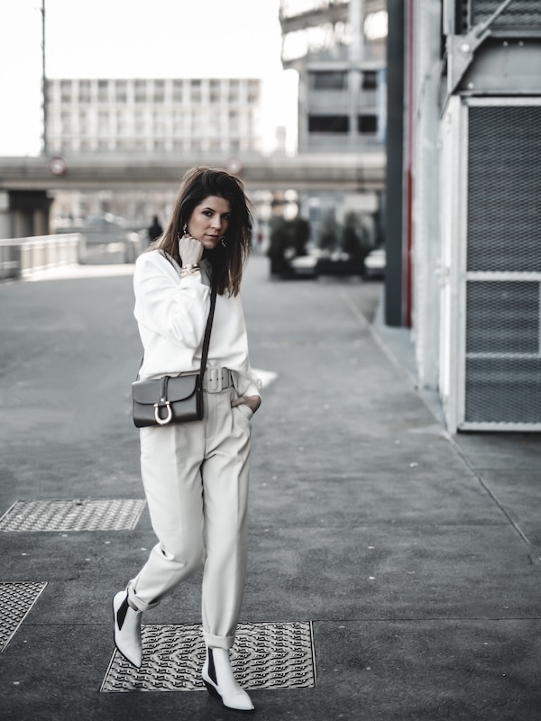 Inspiration mode look femme 2020 fashion sweat blanc pantalon beige Zara