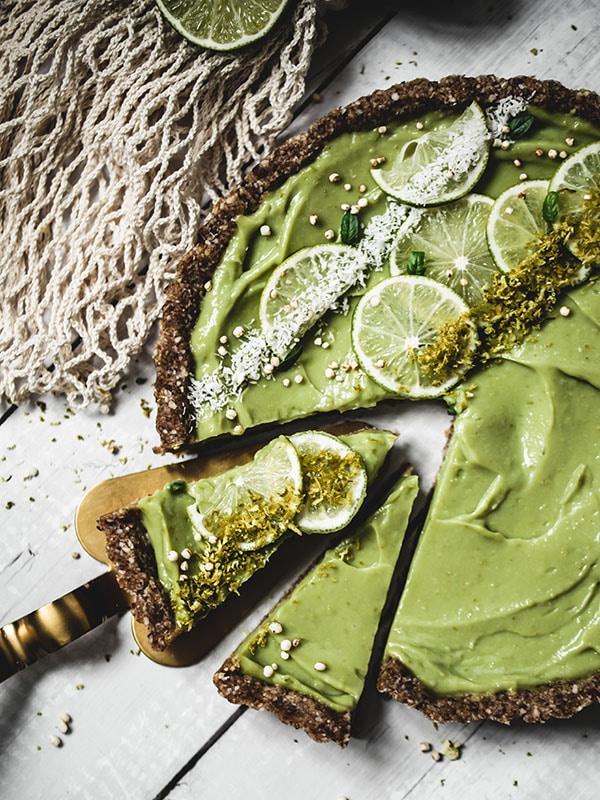 Recette dessert vegan tarte crue avocat citron vert et coco