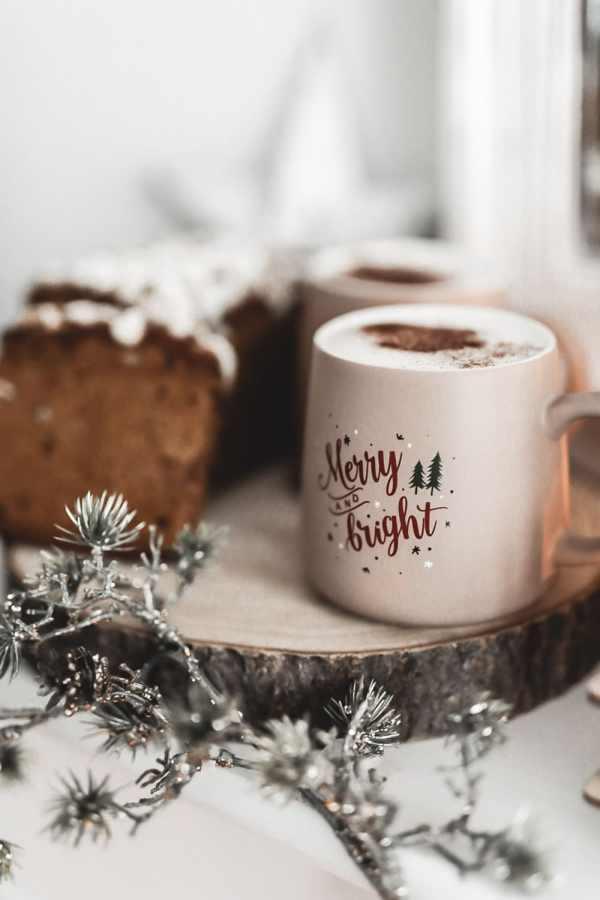 Chaï latte et pain d'épices au miel et aux écorces d'orange confite. Mon ambiance Noël nature.
