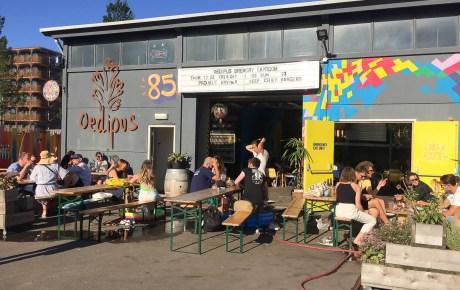 Oedipus Brewing bierbrouwerij met waanzinnige burgers in Amsterdam Noord