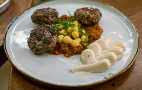 Bij Bardak eet je zulk fijn Israëlisch streetfood dat je de chef wilt knuffelen