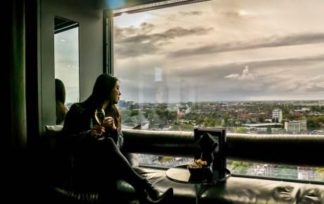 Ik mocht de nieuwe cocktails shaken en proeven in de skybar van het Okura Hotel Amsterdam