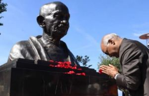 Nation Pays Homage to Mahatma Gandhi on His 73rd Death Anniversary