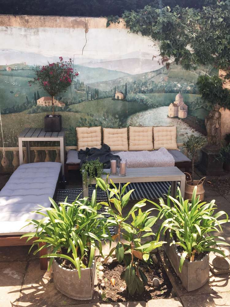 How to create a patio seating area with a tiny budget - before and after pics