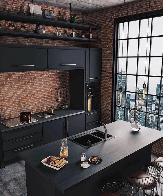 Cocina negra con ladrillo