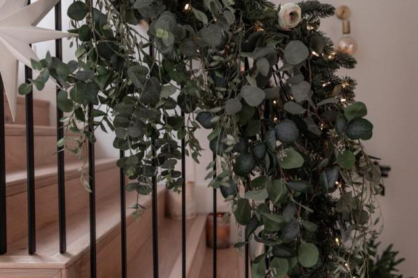 diy banister christmas decoration