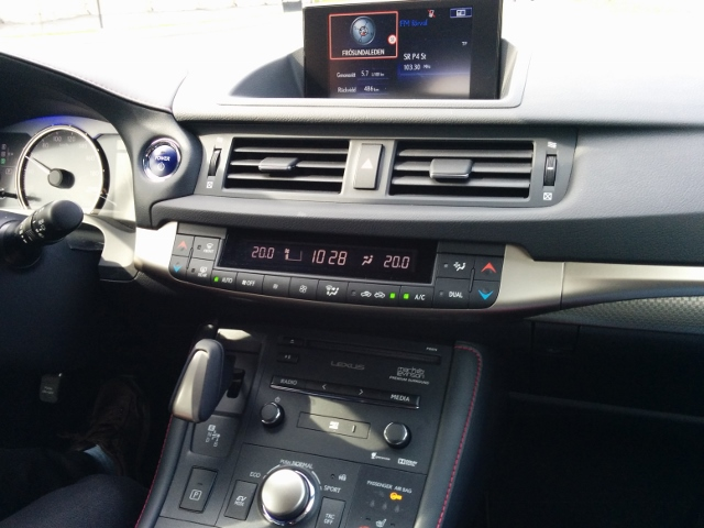 Lexus CT200 instrument