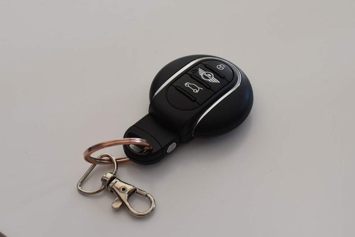 Hur man byter batteri i bilnyckeln för Mini Cooper 2015 – 2019