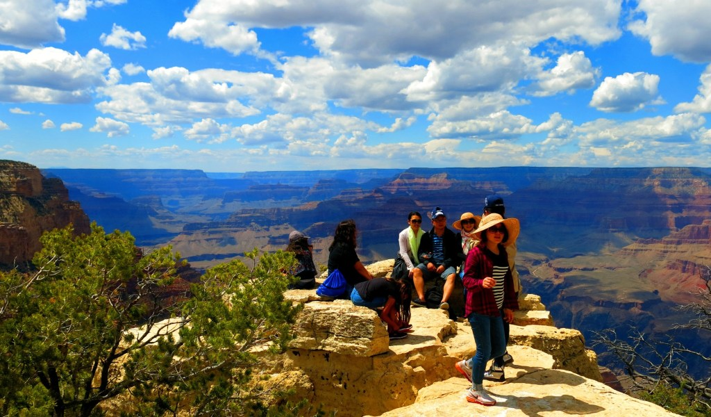 Viewpoint along the South Rim.