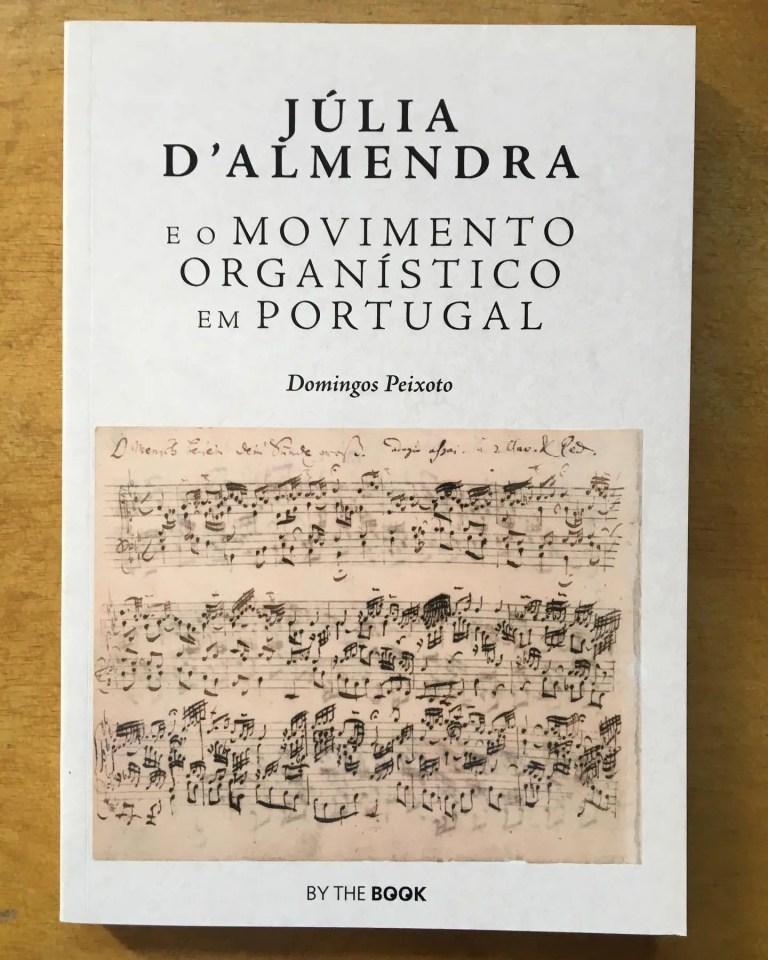 Hoje celebra-se o Dia Mundial da Música e por isso falamos deste livro «Júlia d'…