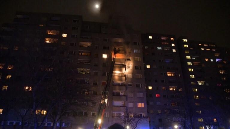 A balcony is on fire in Kreuzberg (Photo: spreepicture)