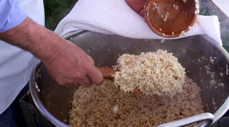 Bolzano, il cortile della chiesa costa troppo: la sagra del risotto mantovano trasloca
