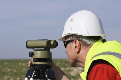 Géomètre au travail MACON-VRD-LECTURE-DE-PLANGéomètre au travail MACON-VRD-LECTURE-DE-PLAN