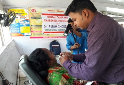 Dental checkups being conducted in December 2017 by the Bongaigaon Boat Clinic team