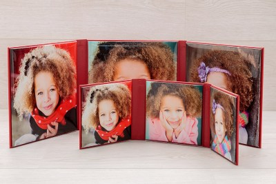 """Folio - 5""""x5"""" / 8""""x8"""" - Material = Red Leather Look (12) / Image Finish = Gloss"""