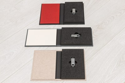 USB Case - Materials = Grey (29) - Cream (30) inside / Black Leather Look (6) Red Leather Look (12) inside / Crash (2)