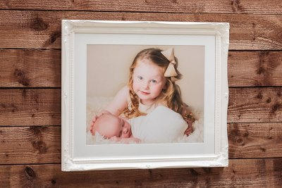 "Swept Art Frame - 20""x16"" - Template Used = DT-079 - 20x16 (16x12) - Frame = White / Mount = Minuet"