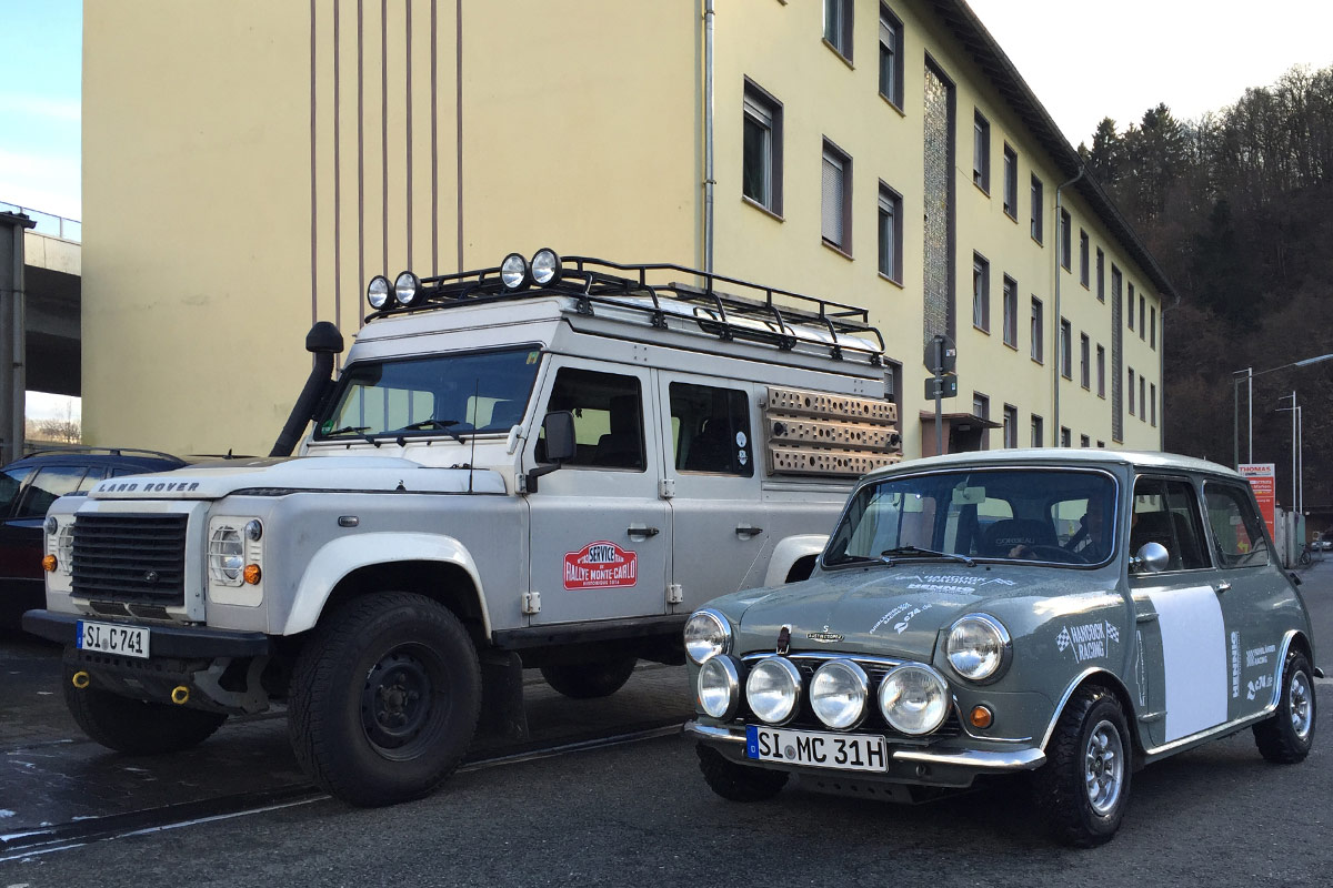 Mini Cooper S vs Land Rover Defender