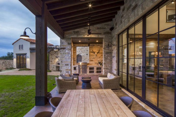 Contemporary Italian Farmhouse In Texas With A Rustic