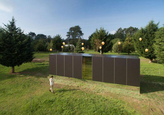 mima-light-minimal-modular-construction-seems-levitate-ground-due-lining-base-mirrors-01
