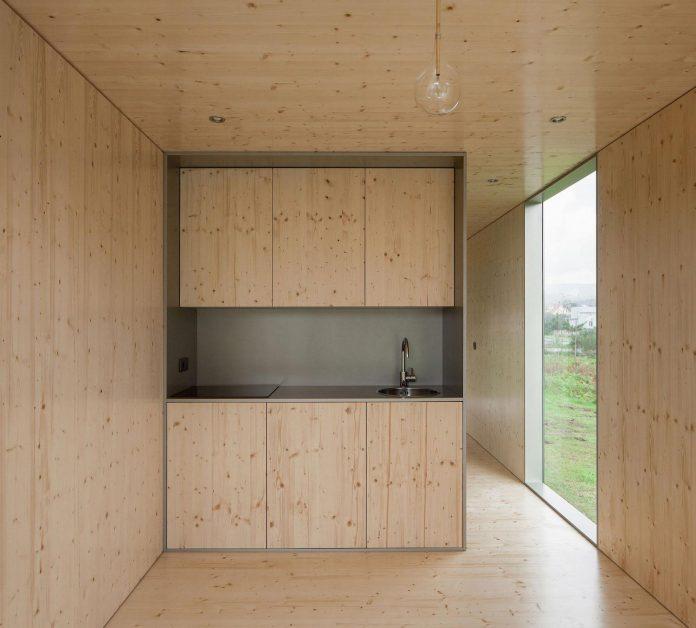 mima-light-minimal-modular-construction-seems-levitate-ground-due-lining-base-mirrors-11
