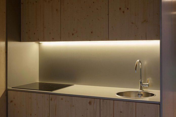 mima-light-minimal-modular-construction-seems-levitate-ground-due-lining-base-mirrors-13