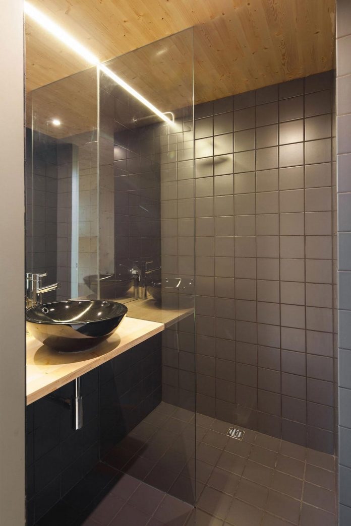 mima-light-minimal-modular-construction-seems-levitate-ground-due-lining-base-mirrors-18