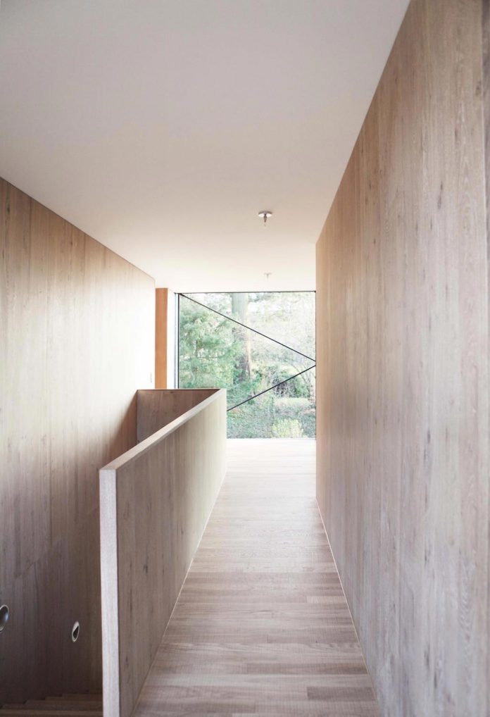 modern-house-riehen-made-glass-concrete-wood-metal-serve-designed-reuter-raeber-architects-09