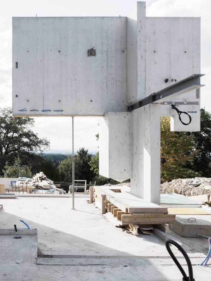 modern-house-riehen-made-glass-concrete-wood-metal-serve-designed-reuter-raeber-architects-10