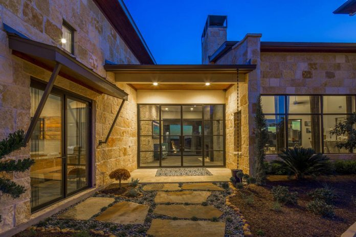 Stretched Across A Ridge In Austin S Spanish Oaks This Contemporary Hill Country Home Was