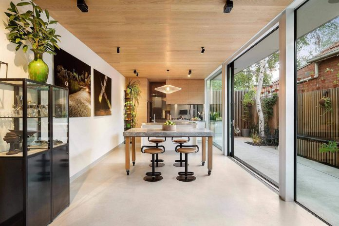 contemporary-home-set-limited-area-uses-surroundings-carefully-06